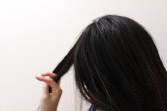 抜け毛に悩む更年期女性