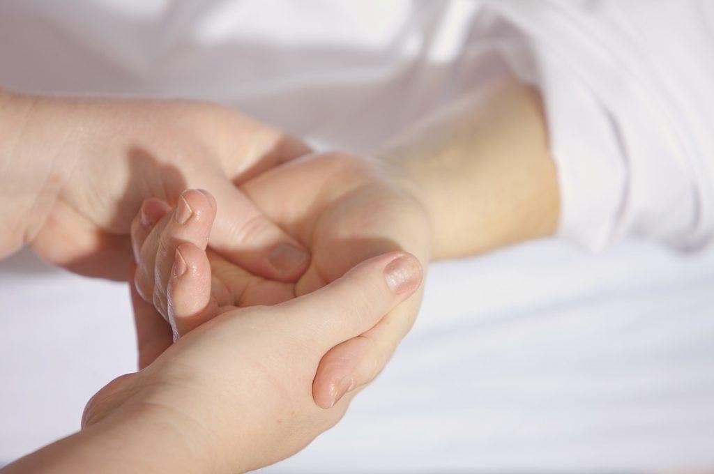 手首の関節痛